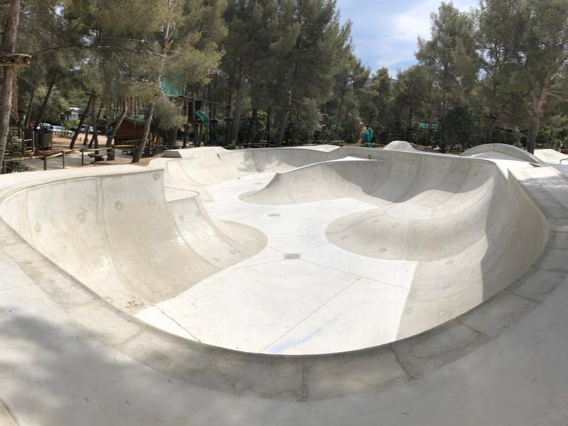 Skatepark-beton-bowl-cassis