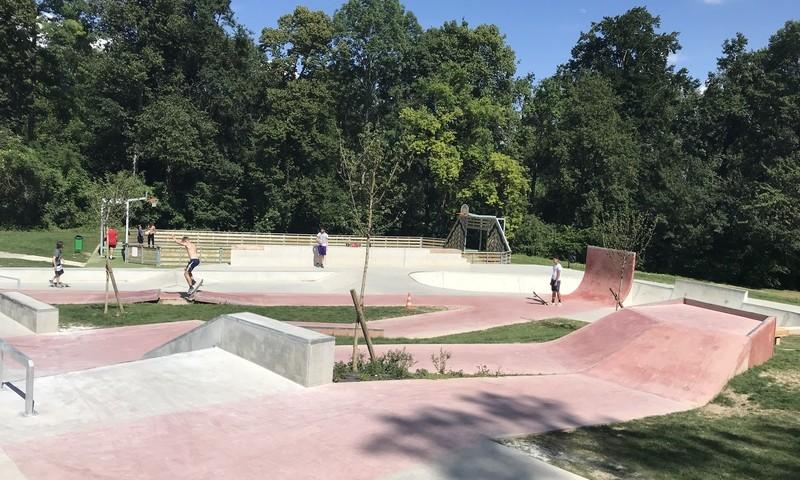 Aire de street skate park béton
